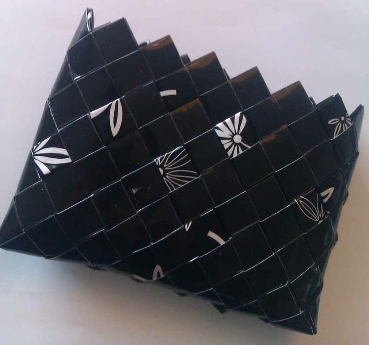 Black and white purse. Handmade from a gift wrap. Covered with tape to make it waterproof.  http://recyklisten.blogspot.dk/2013/07/relief-effekt.html