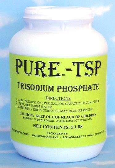 Trisó, más néven: nátrium-foszfát. Vízben jól oldódik, általában fehér porként lehet megtalálni. Penészoldóként, tisztítószerként térfogatnövelőként használják.