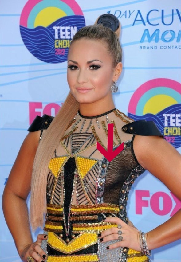 Whoop Demi Lovato Nip Slip-- Demi Lovato Showed Little -3280