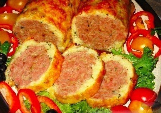 Мясной рулет в сырно-картофельной оболочке