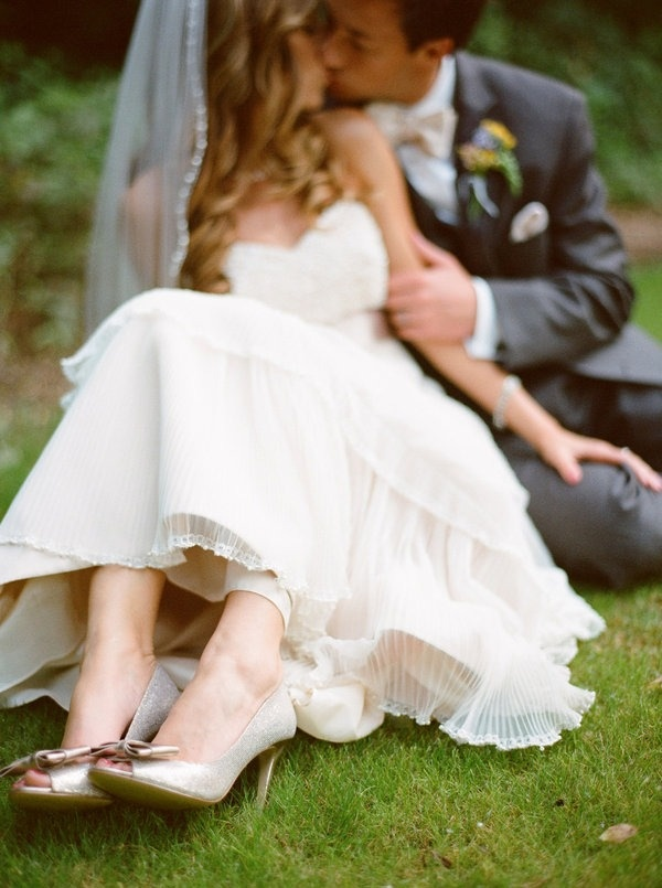 bride and groom: Shoes, Wedding Photography, Photo Ideas, Wedding Ideas, Dress, Wedding Photos, Bride, Wedding Pictures, Photography Ideas