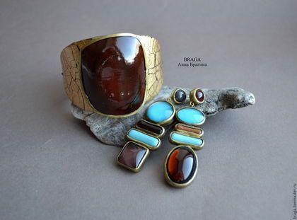 Купить или заказать Комплект. Браслет из полимерной глины и стеклянные серьги в интернет-магазине на Ярмарке Мастеров. В комплекте браслет из полимерной глины на коже с магнитной застежкой и асимметричные стеклянные серьги.