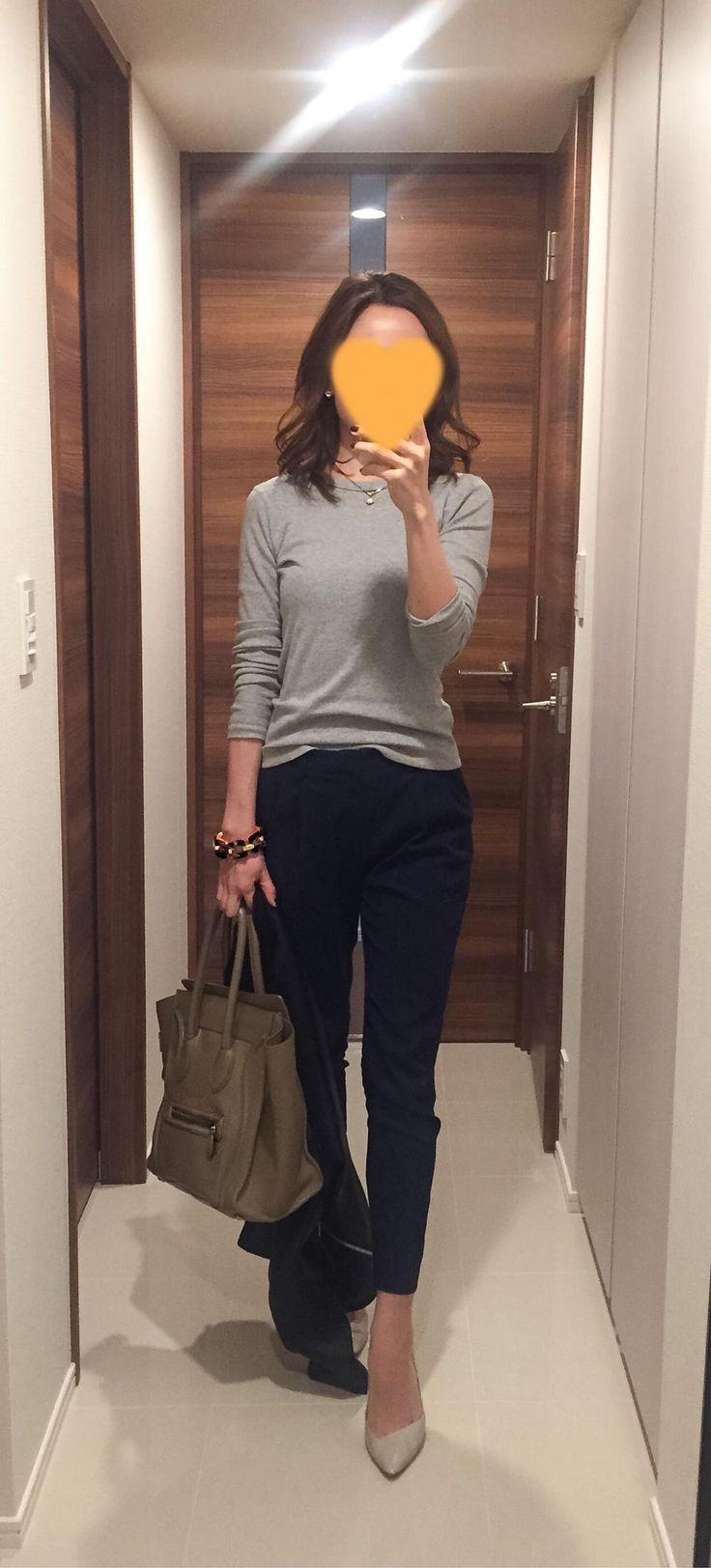 Grey tee: Three dots: Navy pants: Des Pre, Beige bag: Celine, Beige pumps: CHEMBUR
