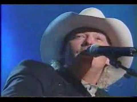 Fans Shocked When Alan Jackson Brings Hank Williams Jr. On Stage For L | Country Rebel