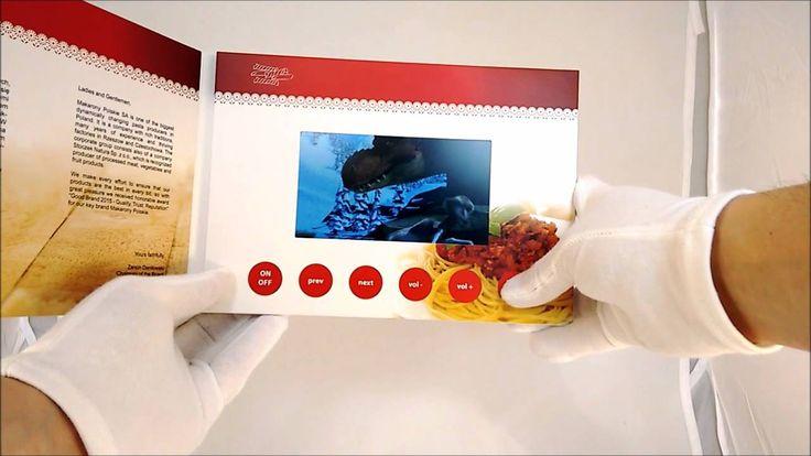 Videobroszura o wymiarach arkusza A5 wyposażona w 5.0 calowy wyświetlacz oraz przyciski sterujące. Więcej: http://broszury-wideo.eu #broszurawideo #videobroszura #videobrochure #elektronikareklamowa