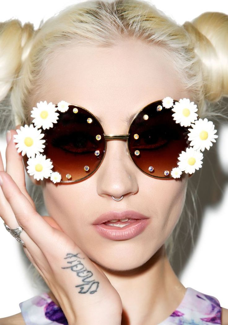 These Daisy Sunglasses from Dolls Kill are Perfect for Concert Wear #sunglasses trendhunter.com