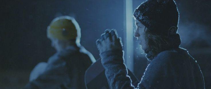 Il documentario diEero Ettala racconta la storia del decennio del pioniere dello snowboard con passione e spirito di sacrificio spingendo i limiti di ciò che è possibile fare con lo snowboard. Eer…
