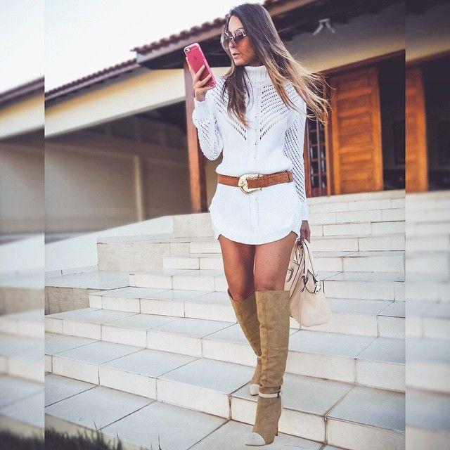 Look com vestido de tricot gola alta e botas over the knee - Instagram: @decoresaltoalto