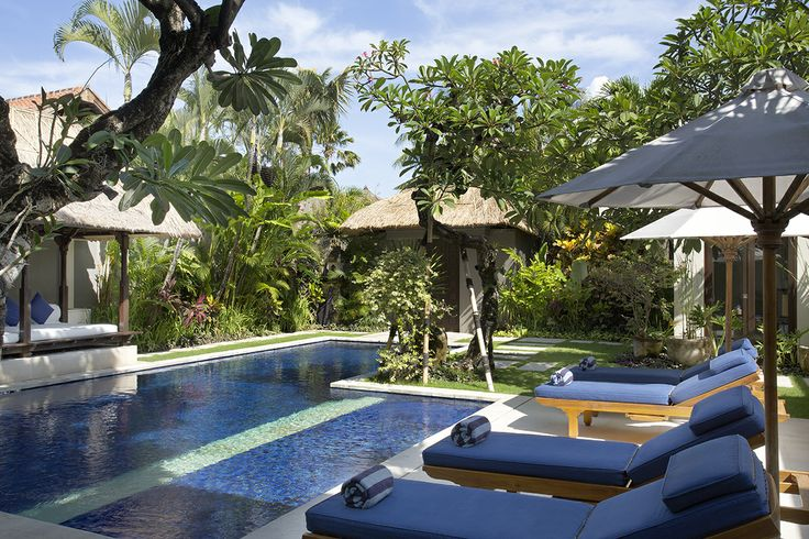http://prestigebalivillas.com/bali_villas/villa_jemma/2/tell_friend/ Sparkling swimming pool, immaculate gardens, Villa Jemma Bali