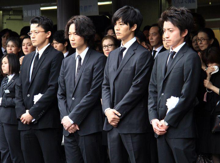 蜷川幸雄さん葬儀:藤原竜也が涙の弔辞 「もっと一緒にいたかった」 - 写真特集 - MANTANWEB(まんたんウェブ)