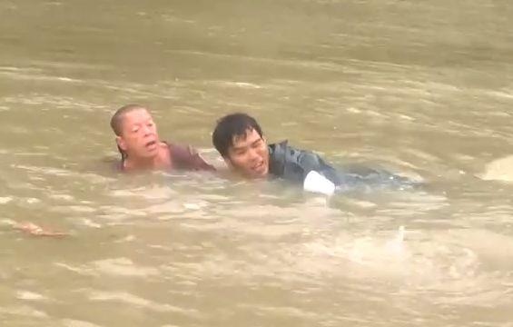crazy Footage of a Baton Rouge Flood Rescue    crazy Footage of a Baton Rouge Flood Rescue       There was as of late a noteworthy surge in...