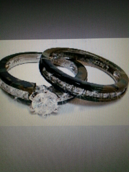 i would love to have these!!! Camouflage wedding rings