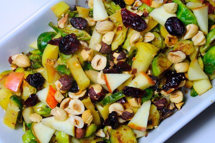 Lynstegt rosenkål med æbler, tranebær og ristede hasselnødder photo IMG_6489_zpshdnu5hpm.jpg