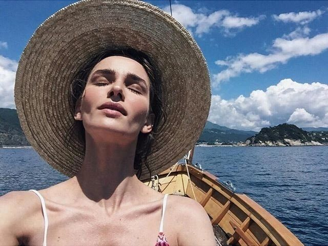 How to Wear a Sun Hat With Your Hairstyle: Emily Ratajkowski, Alessandra Ambrosio, and More