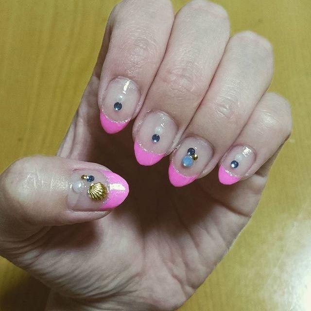 #ネイルシール 買ってやってみた✧˖◡̈⃝°˖* でもピンクが合わないって言われたチーン(笑) でもいーの!#自己満 #ネイルアート より楽チン♥ ・ ・ #簡単#セルフネイル#もっと練習しよ#フレンチネイル #センス欲しい