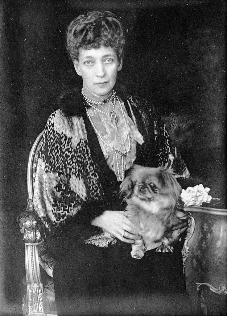 Queen Alexandra (1844-1925) invited the London medium John C. Sloan to give a séance in Windsor Castle shortly before her husband, Edward VII (1841-1910), died.
