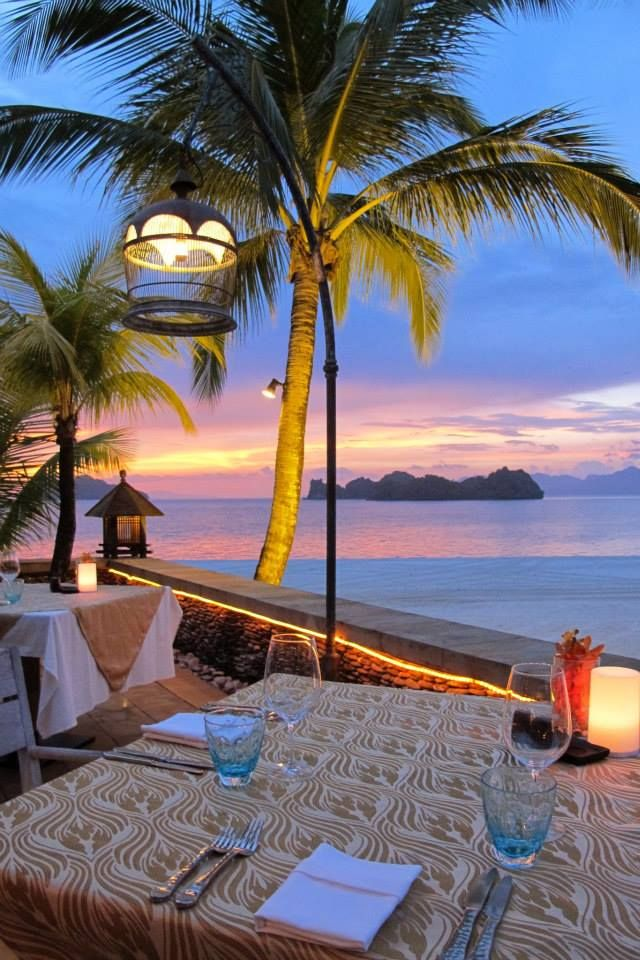 The sun sets at the Serai restaurant, @FSLangkawi, the perfect spot to break your Ramadan fast.