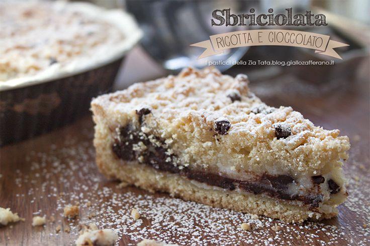 La torta sbriciolata con ricotta e cioccolato è una torta perfetta per colazione, merenda o semplicemente per soddisfare una piccola voglia di dolce.