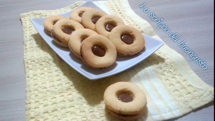 BISCOTTI OCCHI DI BUE https://loscrignodelbuongusto.altervista.org/biscotti-occhi-di-bue/ #biscotti #occhidibue #ricette #food #merenda #cucina #Nutella