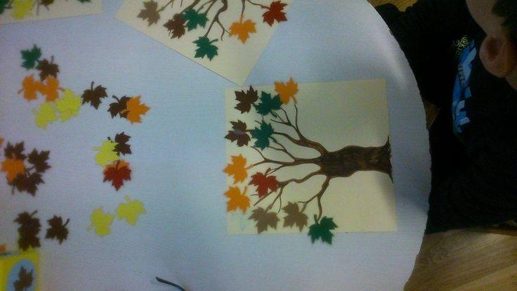 A bábozás után egy matematikai játékot mutat meg Ildikó Lénártné Ungi , hiszen nagyon aktuális a következő hetekben többször használható és igazán játékos! Őszi színekben pompázó levelek, lyukasztóval kiszúrva, laminálva, ugyanezek a színek a dobókocka 6 oldalán, és egy hagyományos dobókocka, s egy…