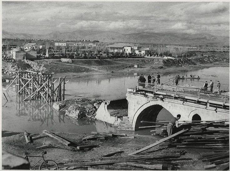 Λάρισα Γέφυρα Πηνειού, εργασίες ανακατασκευής.1945 φωτ.Τάκης Τλούπας