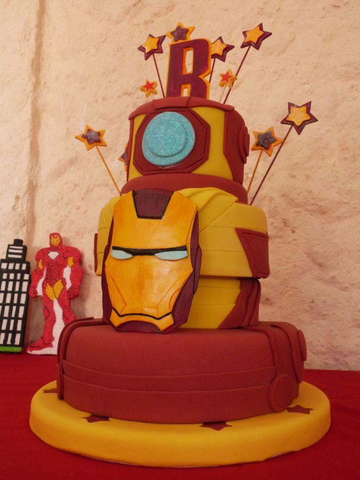 Torta De Iron Man Con Mascara Y Detalles Realizados En