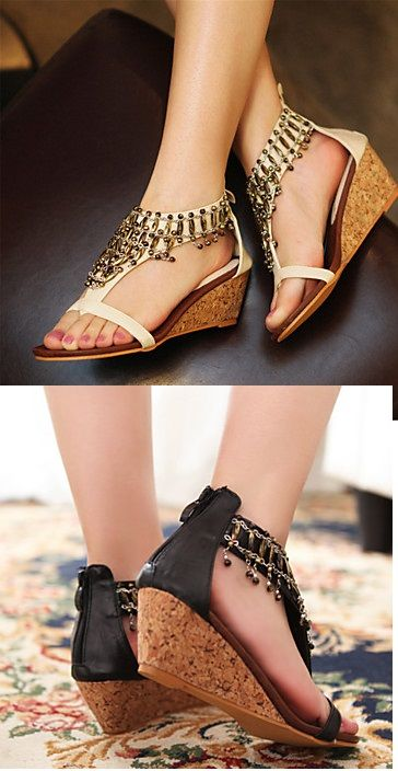 Super comfy sandals with wedge heel, perfect to match with jeans, skirts or dresses, right?