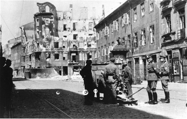 The Warsaw Ghetto Image Gallery - A German gun crew prepares to shell the ruins of a building during the suppression of the Warsaw ghetto uprising
