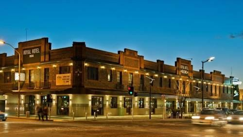 Royal Hotel Queanbeyan Queanbeyan Located in the heart of Queanbeyan, guests can enjoy dining at the onsite bar and bistro at Royal Hotel Queanbeyan. Set in a heritage building with modern design interiors, all rooms have a flat-screen TV.