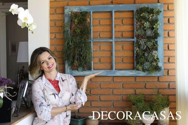 Passo a passo de como fazer um jardim vertical de suculentas em uma antiga veneziana. Flávia Ferrari mostra todas as dicas e segredos para realizar este projeto com sucesso.