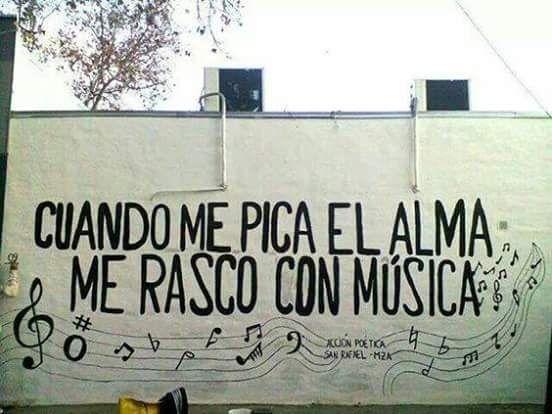Cuando me pica el alma me rasco con música #Acción Poética San Rafael #calle