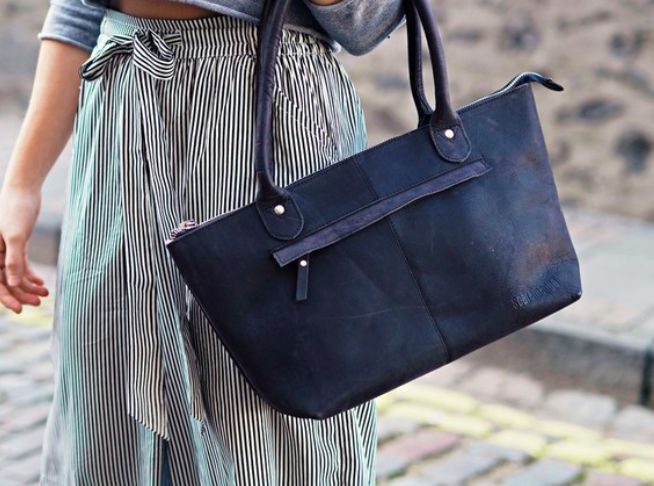 We love this bag! Due to popular demand, we have made a black leather version of our Bella ladies handbag. #leatherbag #vintage #giftsforwomen