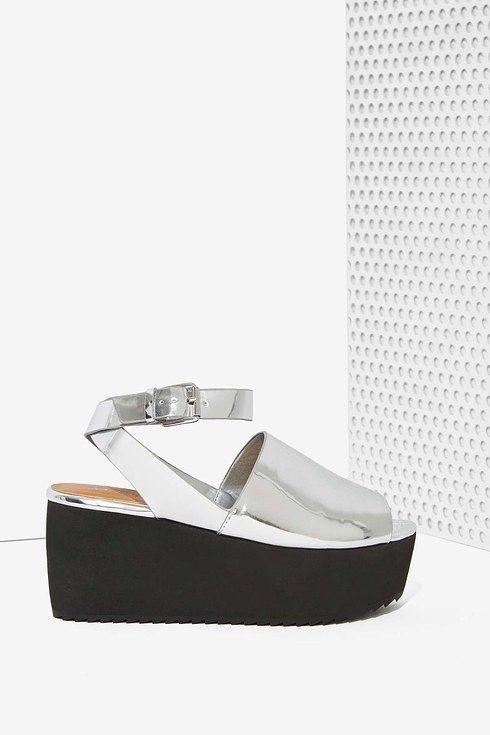 Sandalias plateadas de Nasty Gal. | 16 Zapatos de plataforma perfectos para usar todo el año