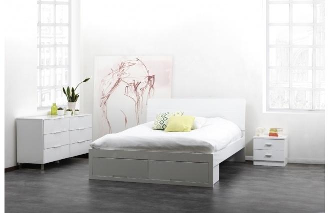 Résolument contemporaine, la commode laquée blanche HALIFAX est dotée d'un design sobre absolument impeccable.
