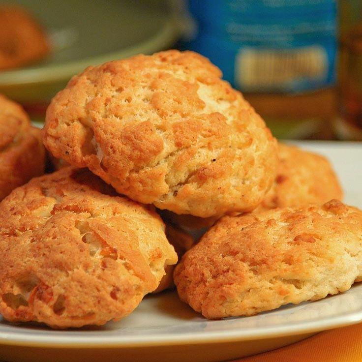 Εύκολα και γρήγορα τυροπιτάκια χωρίς φύλλο, ιδανικά για πρωινό και κολατσιό!
