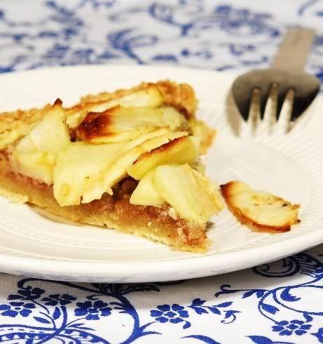 Пирог-галета с грецкими орехами и яблоками