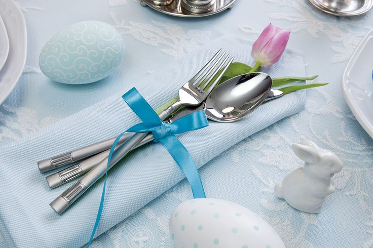Aranżacja stołu wielkanocnego. Fot. Karolina Grabowska, kaboompics.com. #Easter #eggs #ideas #DIY #decorate #home #trends #spring #Wielkanoc #dekorowanie #stroiki #ozdoby #wielkanocne #kwiaty #jajka #pisanki #malowanie #jaja #rękodzieło #własnoręcznie #bibeloty #wielkanocna #dekoracja #pomysły #śmigus #wiosna #Polska #country #swojskie