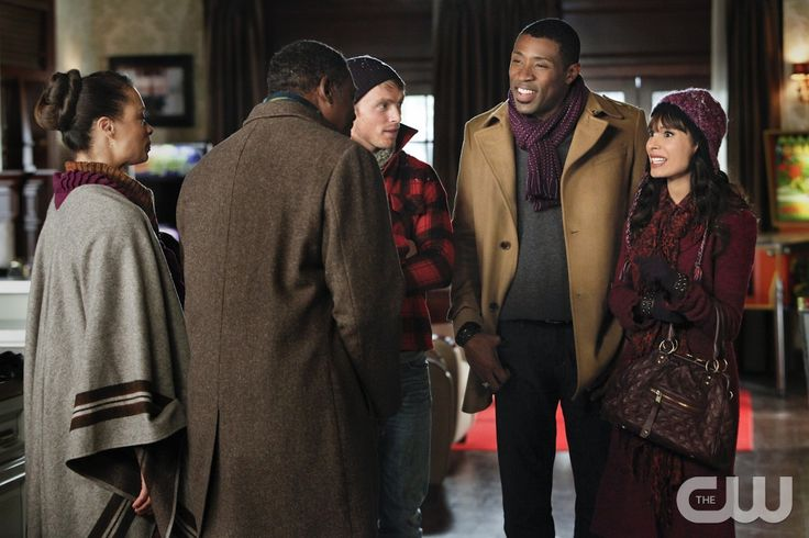 """""""Snowflakes and Soulmates"""" - Pictured (L-R): Valarie Pettiford as Carolyn Hayes, Ernie Hudson as Ernie Hayes, Wilson Bethel as Wade, Cress Williams as Lavon Hayes, and Nadine Velazquez as Didi in HART OF DIXIE on THE CW. Photo: Greg Gayne/The CW �2011 The CW Network. All Rights Reserved.pn"""