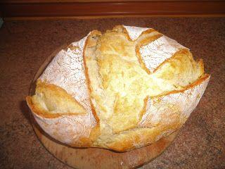 από την  Γιάννα Παρασχοπούλου    Υλικά   - 800 γρ αλεύρι   - 1 φακελάκι ξηρή μαγιά η 40 γρ φρέσκια   - 1 κ. σούπας αλάτι   - λίγο λάδ...