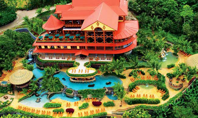With vacation package 'Luxury All Inclusive Family Getaway' you will stay in two of Costa Rica's most exclusive resorts.