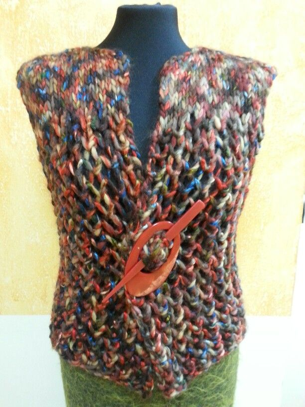 Chaleco tejido con la lana Elena de Lang Yarns