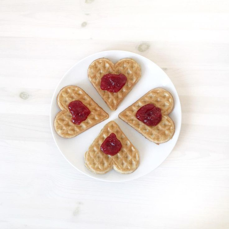 25th of March is the big waffle day in Scandinavia, so of course we had to have heart waffles for breakfast! 💛