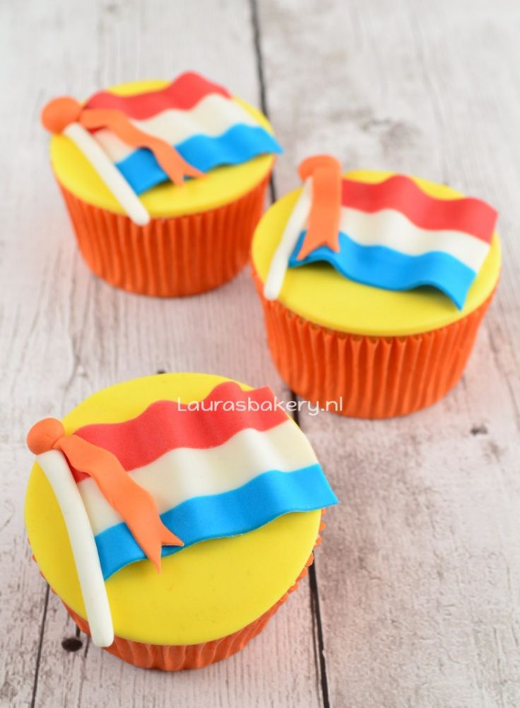 Video: Nederlandse vlag cupcakes - Laura's Bakery - How to (Dutch) flag cupcakes