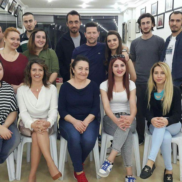 Yeni sınıf bu aksam Kadıköy  de saat 21.00 de başladı. Yeni yüzler , yeni gençler,  yeni dostluklar oluşacak mi? bilemeyiz. Fakat horon  halkasına ivme katacaklarindan eminim.