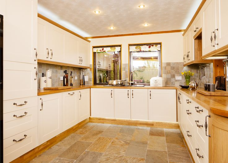 8 best classic white oak kitchen case study images on for Kitchen units without plinths