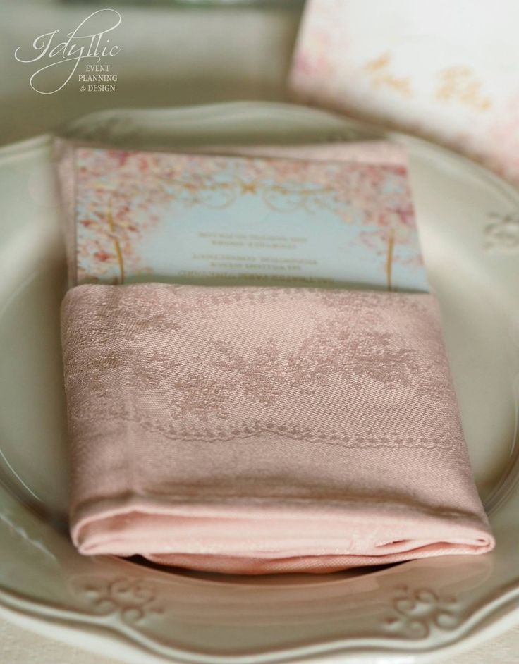 Powder pink napkin with assorted menu print | decoratiuni eveniment Idyllic Events