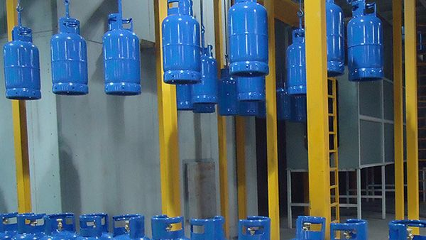 Painting Inspection. In LPG Cylinder Re-validation line, before doing the painting of the cylinders they are inspected for general faults as a precaution | ROK Teknik Metal Makine ve Kalip San. Tic. Ltd. Sti. | www.rokteknik.com/lpg-cylinder-revalidation-line/painting-inspection/