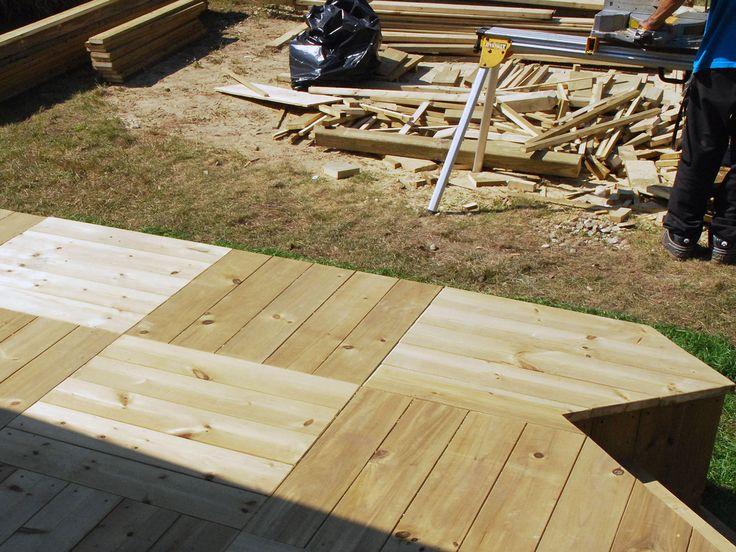 Plancher de patio en damiers