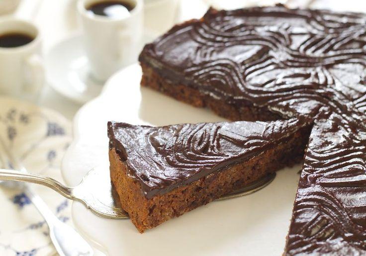 Supergod sjokoladekake med dadler- uten sukker med like søt og god Her snakker vi sjokoladekake som kan spises med god …