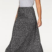 Если вы любите удобный кэжуал, но хотите оставаться женственной, длинная юбка в пол от марки Boysen's была создана именно для вас. Расклешенная модель макси на эластичном поясе очень удобна, а эффект меланжа как никогда актуален в этом сезоне. Юбка смотрится исключительно стильно с короткими топами и бандо, также модно комбинируется с пуловерами и туниками. за 1899р.- от Otto